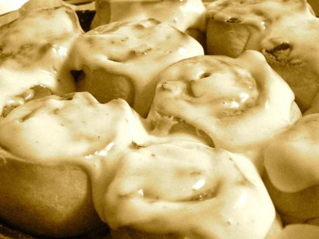 cinnamon pecan rolls with lemon creamcheese frosting
